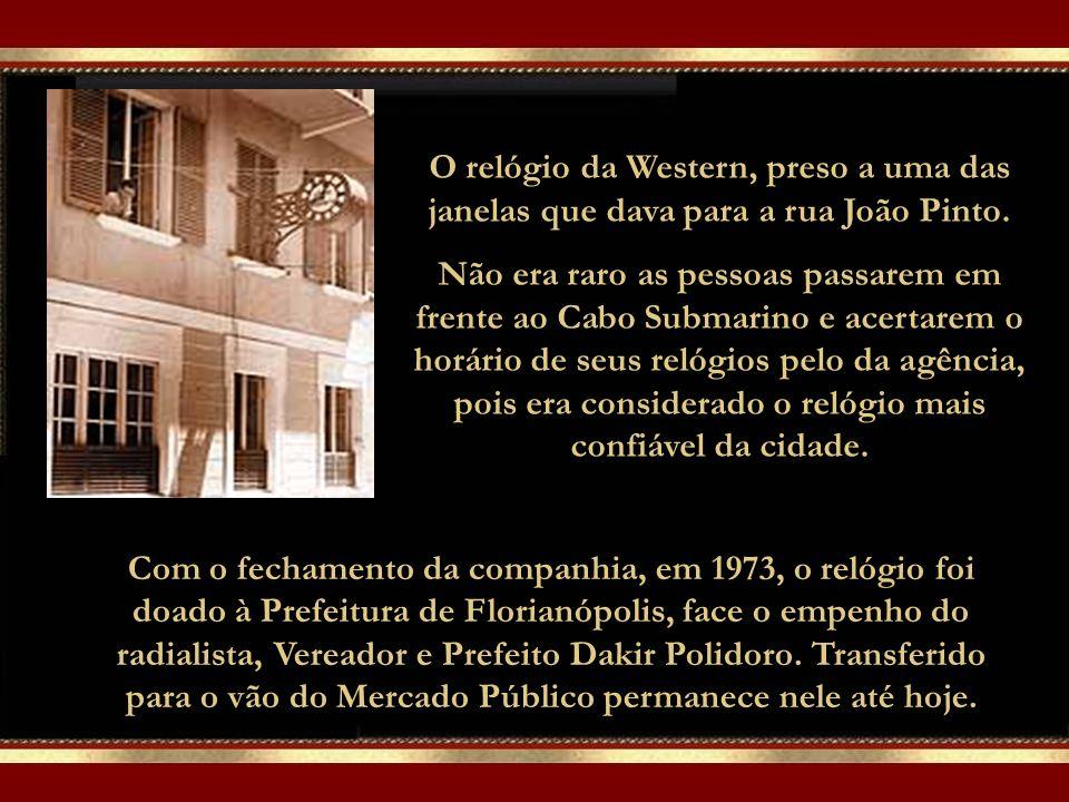 O relógio da Western, preso a uma das janelas que dava para a rua João Pinto.