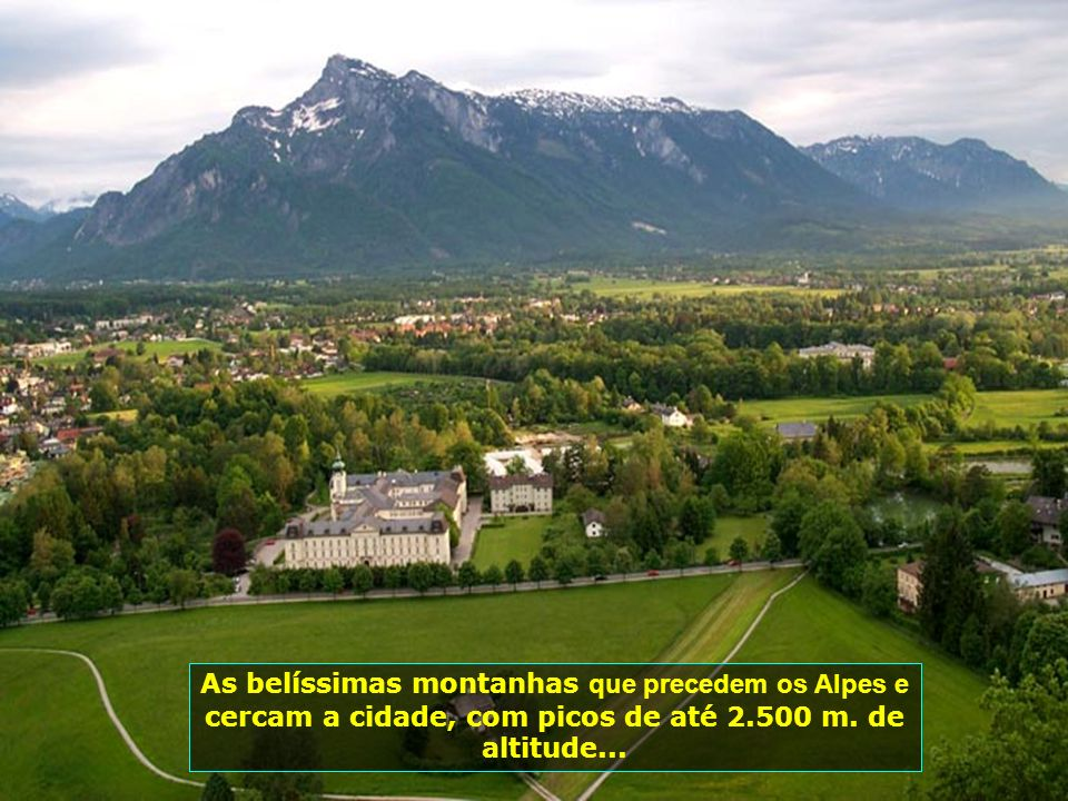 As belíssimas montanhas que precedem os Alpes e cercam a cidade, com picos de até 2.500 m.