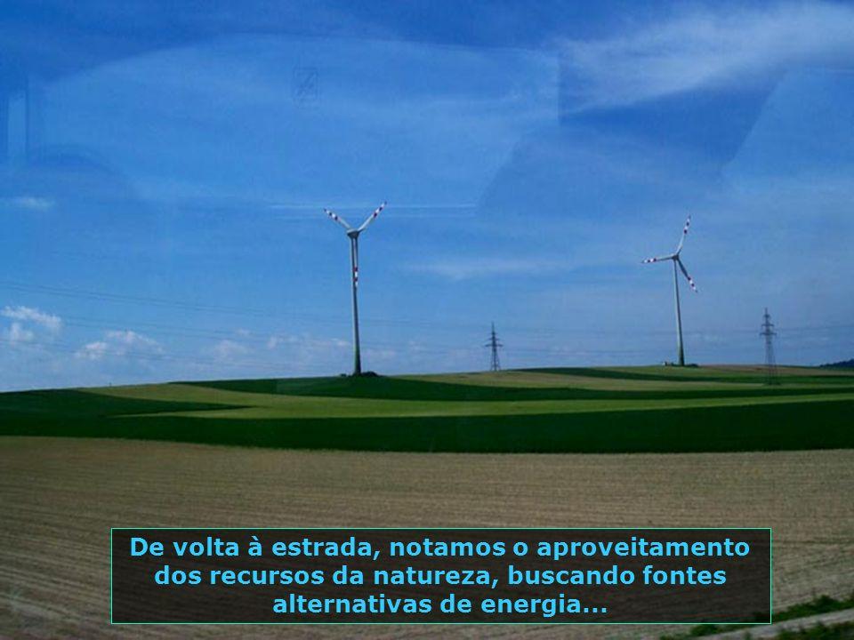 De volta à estrada, notamos o aproveitamento dos recursos da natureza, buscando fontes alternativas de energia...