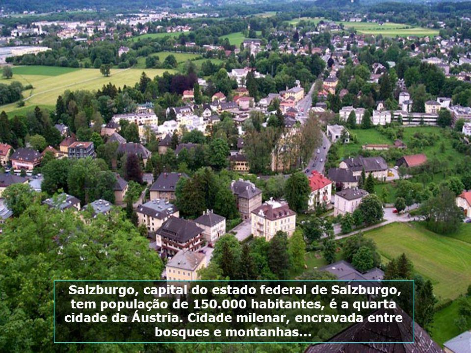 Salzburgo, capital do estado federal de Salzburgo, tem população de 150.000 habitantes, é a quarta cidade da Áustria.