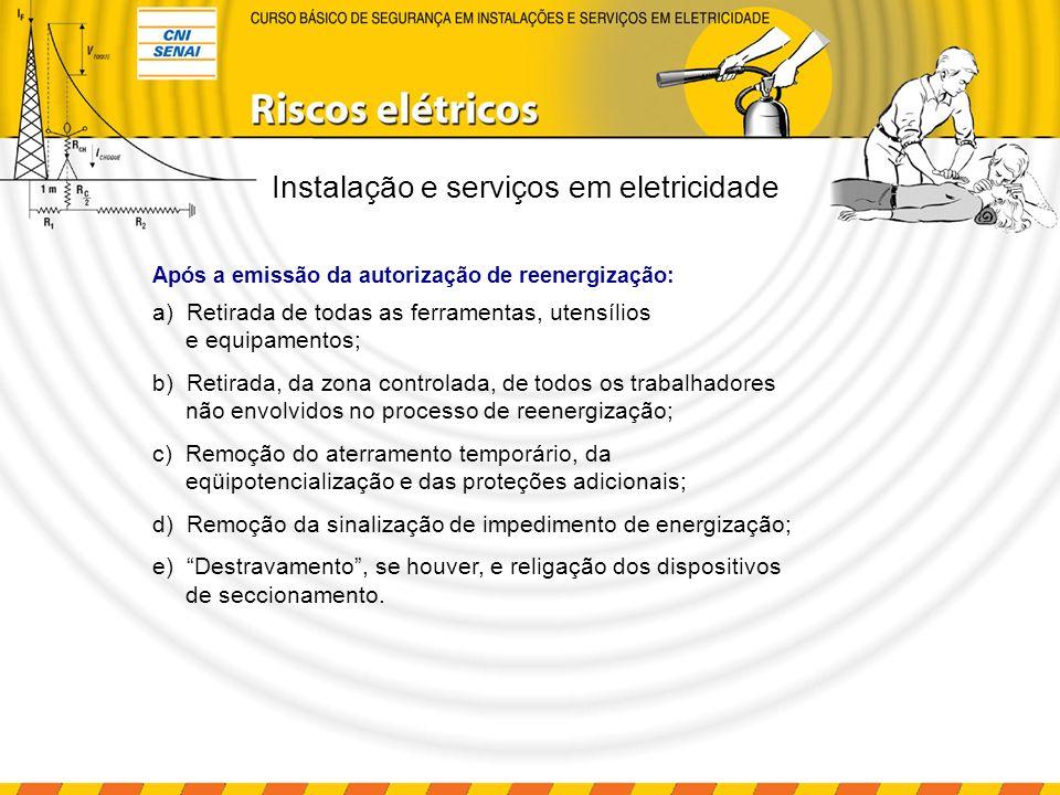 Instalação e serviços em eletricidade 220 V 1 2 3 3 4 1 – Bloqueio e etiquetagem 2 – Equipamento em manutenção 3 – Aterramentos provisórios 4 – Detector de tensão Bloqueios e etiquetagem em sistemas elétricos