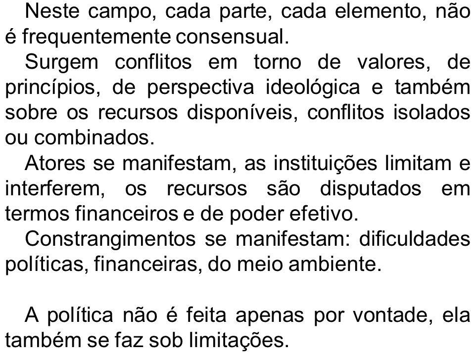 As políticas operam em torno de questões públicas e em torno de bens públicos.