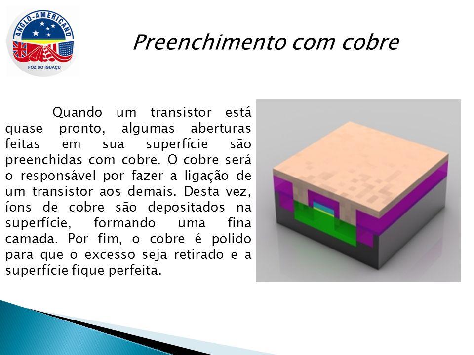 Conexões Os transistores estão prontos, mas não conseguem se comunicar, pois não há nada que ligue uns aos outros.