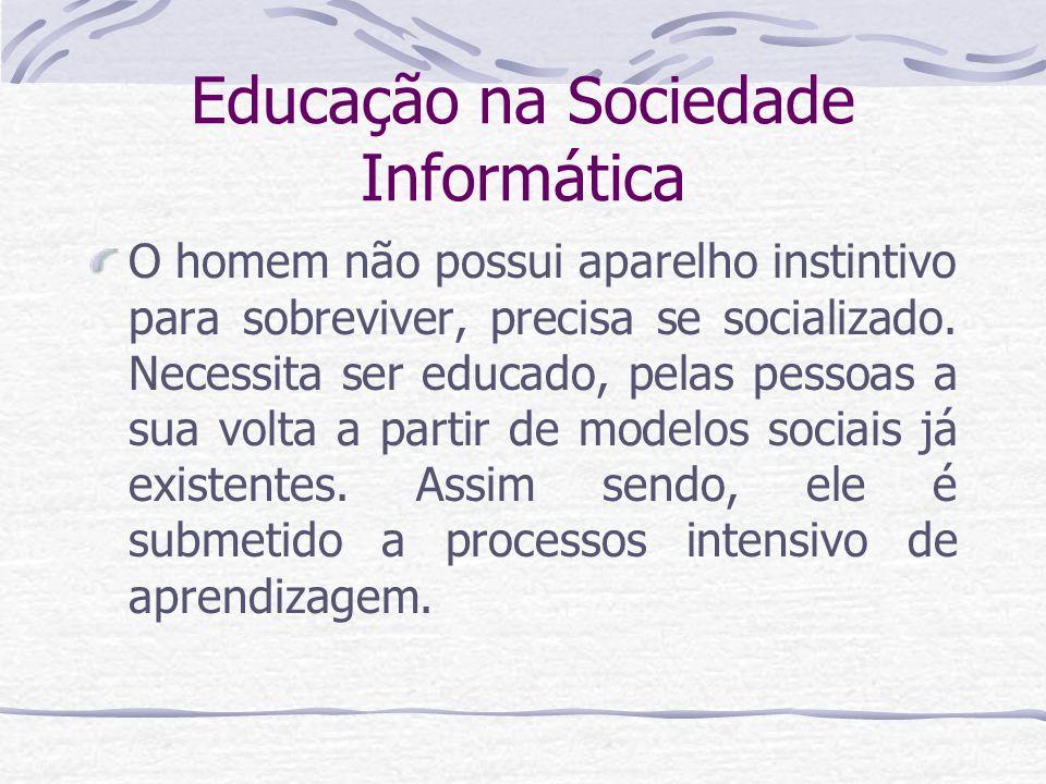 Educação na Sociedade Informática educação informal A família, que é um fenômeno historicamente construído, tem papel importante na socialização do sujeito.
