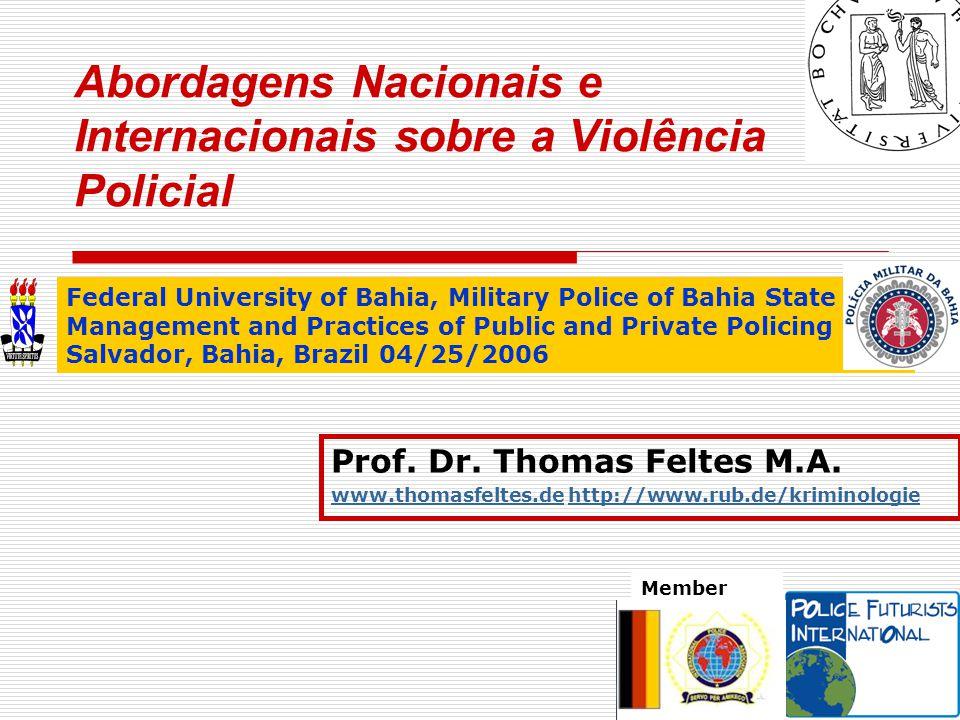 """© Thomas Feltes 3/2006  Aparência e comportamento dos oficiais de polícia representam a corporação  Representantes visíveis da autoridade executiva What is """"police ."""