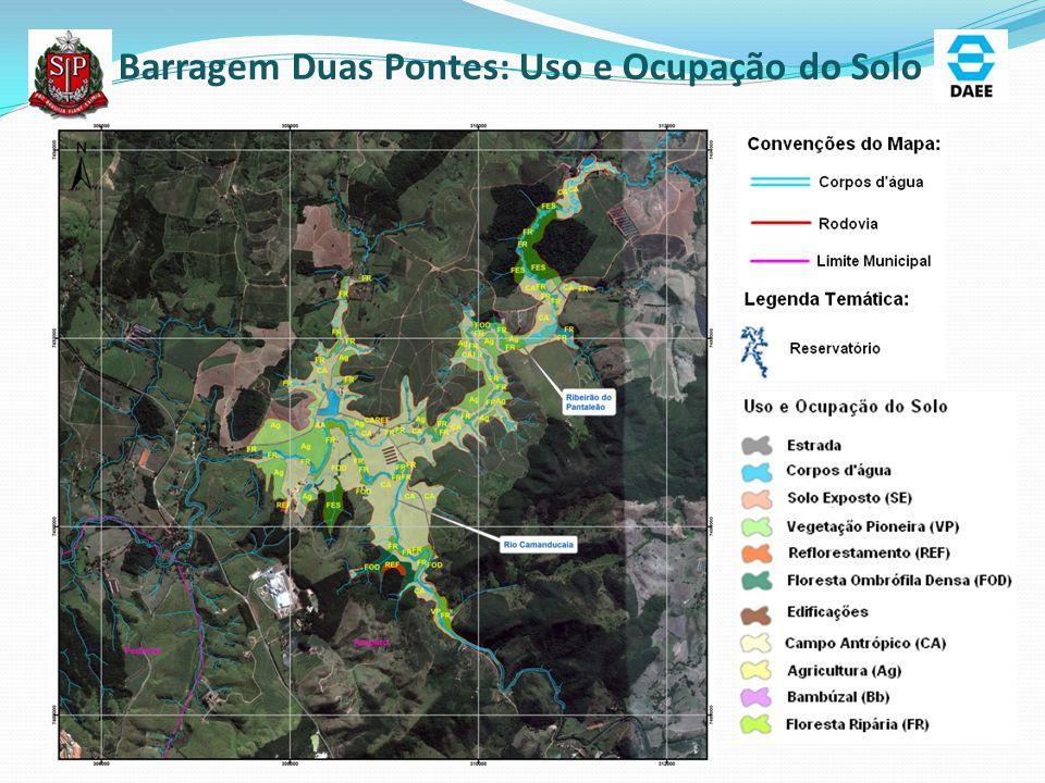 Uso e Ocupação do Solo nas áreas inundadas Uso do Solo PedreiraDuas Pontes Áreas (ha) Área TotalEm APPÁrea TotalEm APP Floresta Ombrófila Densa58,9750,599,506,43 Floresta Estacional0,00 24,4011,80 Vegetação Pioneira1,641,054,433,57 Floresta Ripária19,1218,5835,9034,49 Agrupamento Arbóreo0,00 0,150,05 Reflorestamento3,892,835,981,94 Campo úmido0,00 8,257,31 Campo Antrópico63,4042,53215,80124,28 Bambúzal0,70 0,00 Agricultura2,681,9953,4014,96 Solo Exposto0,250,060,00 Edificações6,235,072,150,63 Estrada6,125,645,792,90 Corpos d água18,60,4227,253,37 Total181,06129,46393,00211,73 Ressalta-se que na Barragem Pedreira 45,4% da área de APP já sofreu intervenção antrópica e em Duas Pontes 39%