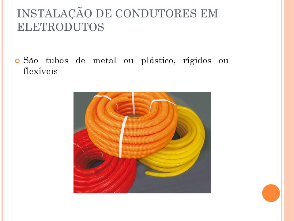 C ONDUTORES ELÉTRICOS Classe de encordoamento descrição 1Condutores sólidos (fios) 2Condutores encordoados compactados ou não 3Condutores encordoados 4, 5, 6Condutores flexíveis A NBR 6880 estabelece, para condutores de cobre, seis classes de encordoamento, de 1 até 6 com gruas crescentes de flexibilidade, sendo: