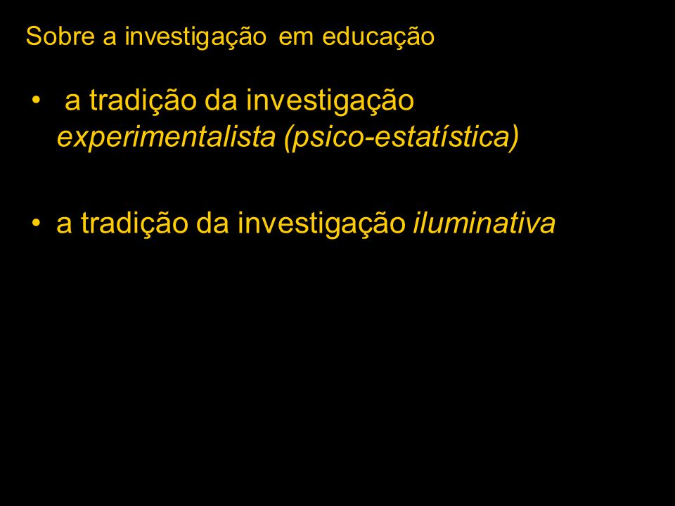 Papel da teoria na investigação a investigação incide sobre um fenómeno / problema / questões envolve em geral, análise: - da(s) teoria(s) já desenvolvida(s) - das metodologias usadas de dados recolhidos no terreno Campo teórico Campo empírico