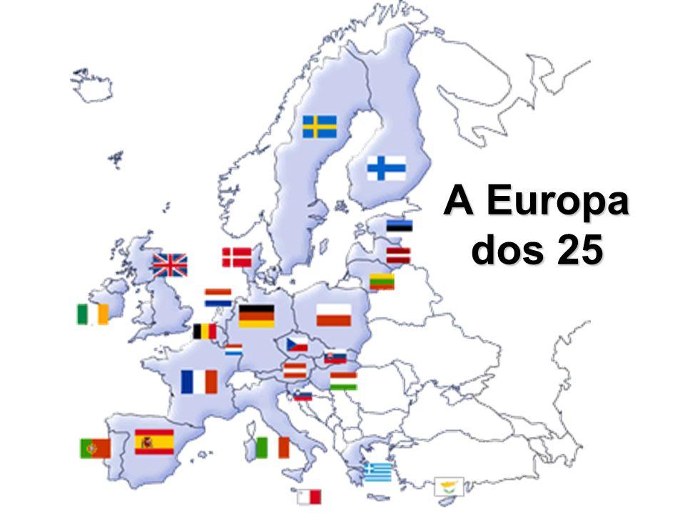 2005: aprovação pelo parlamento da constituição única do bloco: possibilidade de presidente único e ministro das relações exteriores eleito pelos chefes de estados; criação de um parlamento com cerca de 750 representantes; limitação da soberania dos países (as leis da U.E.