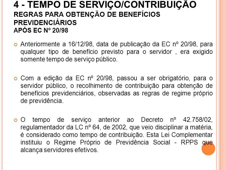 AO SERVIDOR OCUPANTE DE DOIS CARGOS EFETIVOS LICITAMENTE ACUMULÁVEIS, NO EXERCÍCIO DE CARGO EM COMISSÃO, APLICA-SE O DISPOSTO NO ARTIGO 41 DO DECRETO Nº 42.758, DE 2002, QUE REGULAMENTA DISPOSIÇÕES DA LEI COMPLEMENTAR Nº 64, DE 2002, E ALTERAÇÕES POSTERIORES, OBSERVANDO-SE O SEGUINTE: * NOS PERÍODOS DE EXERCÍCIO ATÉ 17/07/2002, ANTERIORMENTE À PUBLICAÇÃO DO DECRETO Nº 42.758, DE 2002, A CONTAGEM DE TEMPO DE SERVIÇO/CONTRIBUIÇÃO SERÁ EXPEDIDA NOS DOIS CARGOS PARA TODOS OS FINS; * PARA FAZER JUS À APOSENTADORIA E PENSÃO NOS DOIS CARGOS EFETIVOS, O SUPRACITADO DECRETO DETERMINOU A VINCULAÇÃO DO CARGO DE PROVIMENTO EM COMISSÃO A UM DOS CARGOS EFETIVOS, DEVENDO O SERVIDOR CONTRIBUIR PARA O CARGO EM COMISSÃO, BEM COMO PARA O OUTRO CARGO,MEDIANTE OPÇÃO EXPRESSA;