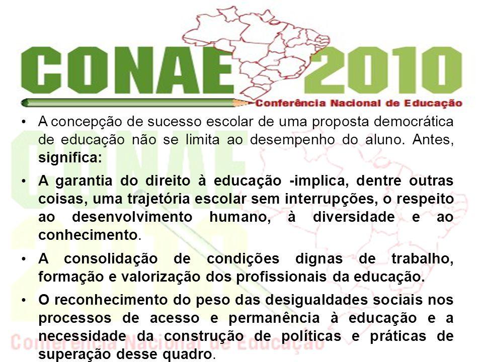 A democratização da educação indica a necessidade de que o processo educativo seja um espaço para o exercício democrático.