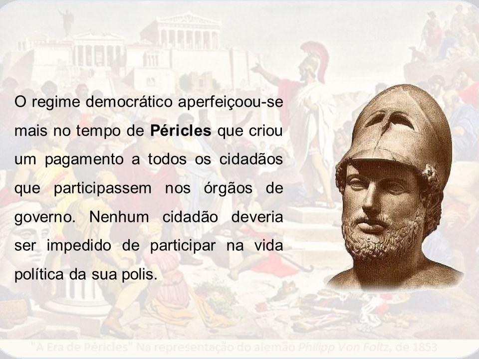 O regime democrático aperfeiçoou-se mais no tempo de Péricles que criou um pagamento a todos os cidadãos que participassem nos órgãos de governo.