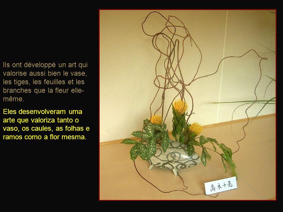 lIs ont développé un art qui valorise aussi bien le vase, les tiges, les feuilles et les branches que la fleur elle-même.