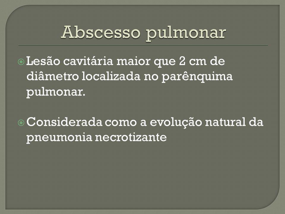 Abscesso pulmonar Lesão cavitária maior que 2 cm de diâmetro localizada no parênquima pulmonar.