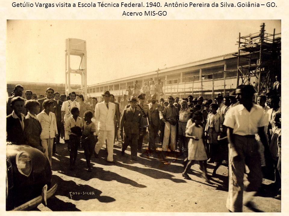 Getúlio Vargas visita a Escola Técnica Federal. 1940