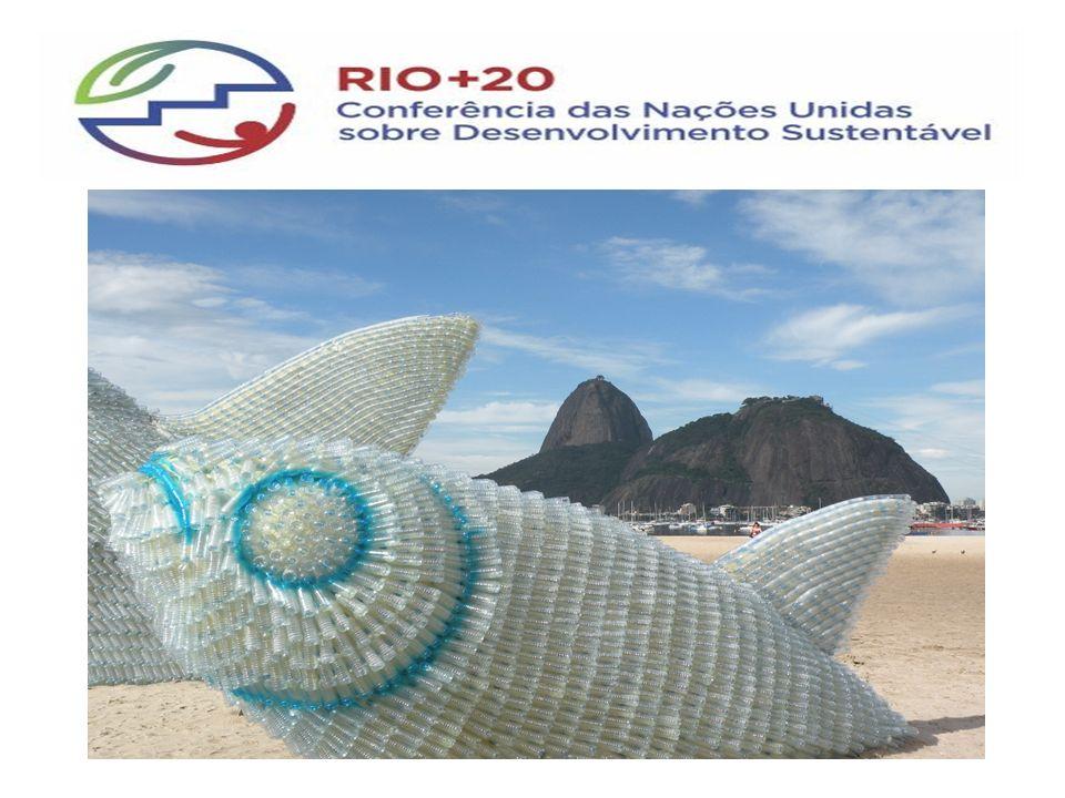 Escultura do Peixe Menor confeccionada de Isopor e de Garrafas Pet