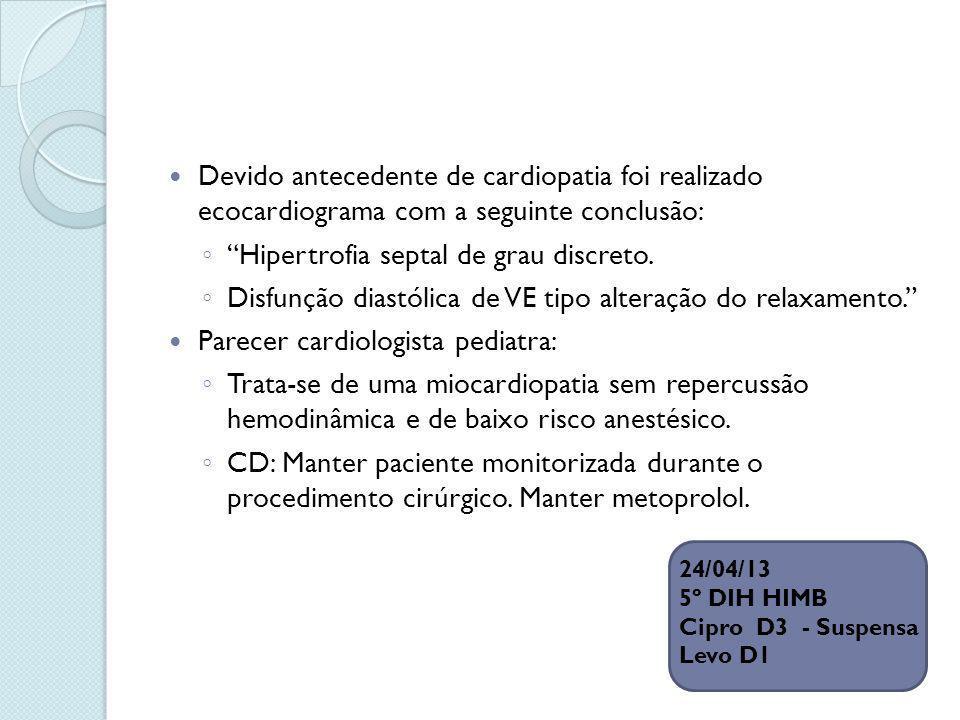 Hipertrofia septal de grau discreto.