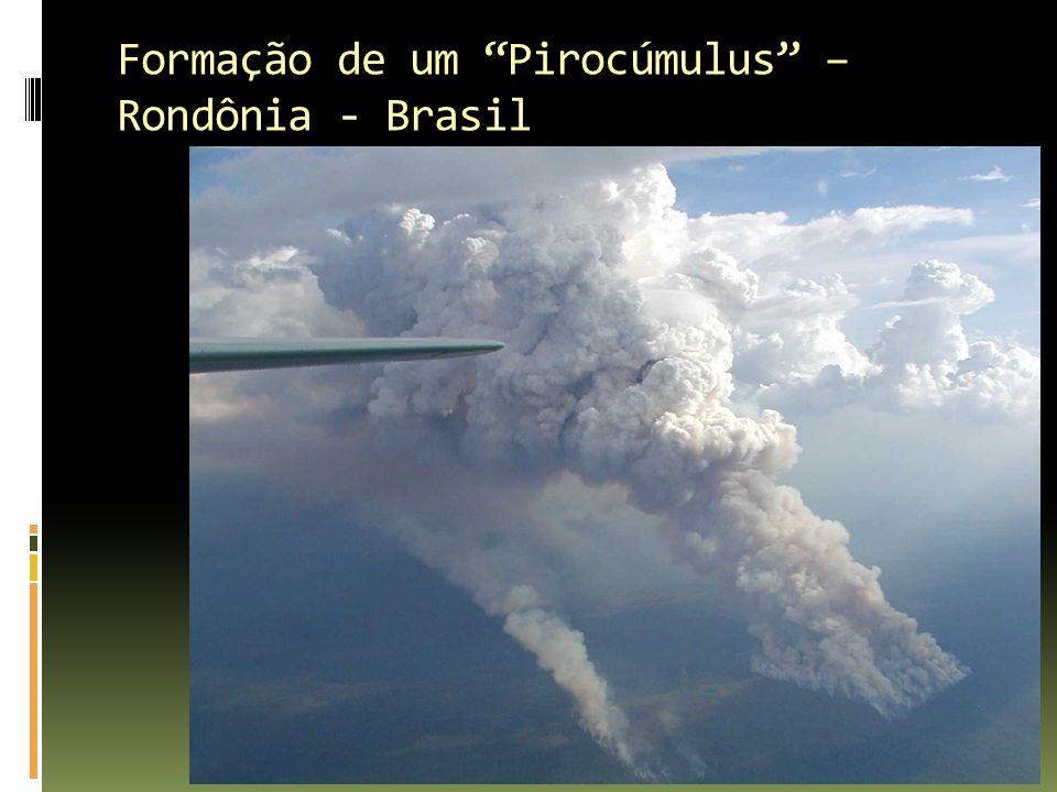 Formação de um Pirocúmulus – Rondônia - Brasil