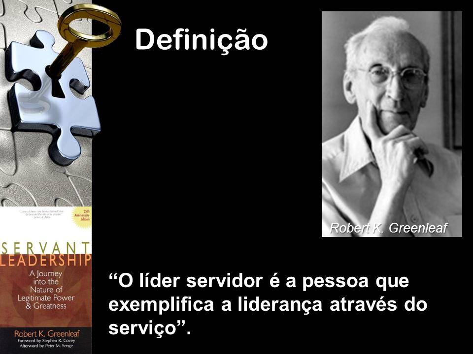 Definição Robert K. Greenleaf. O líder servidor é a pessoa que exemplifica a liderança através do serviço .