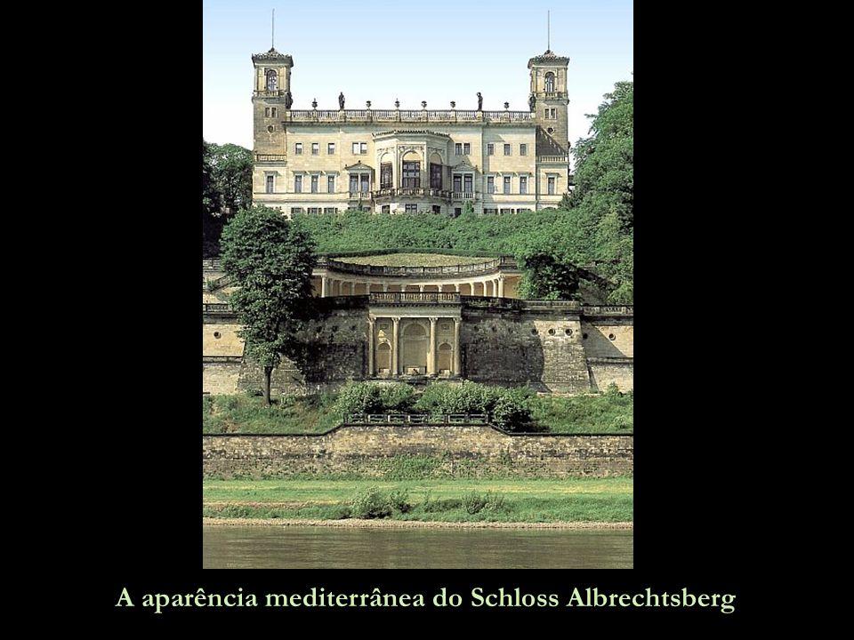 A aparência mediterrânea do Schloss Albrechtsberg