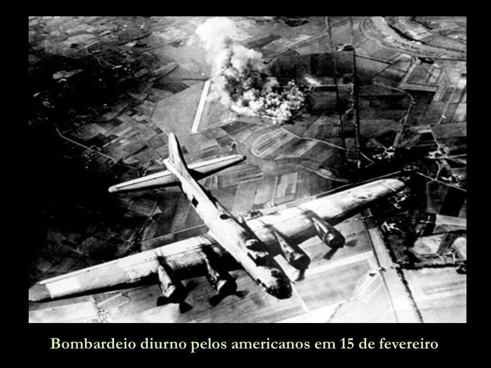 Bombardeio diurno pelos americanos em 15 de fevereiro