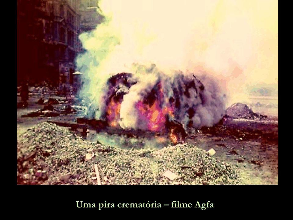 Uma pira crematória – filme Agfa