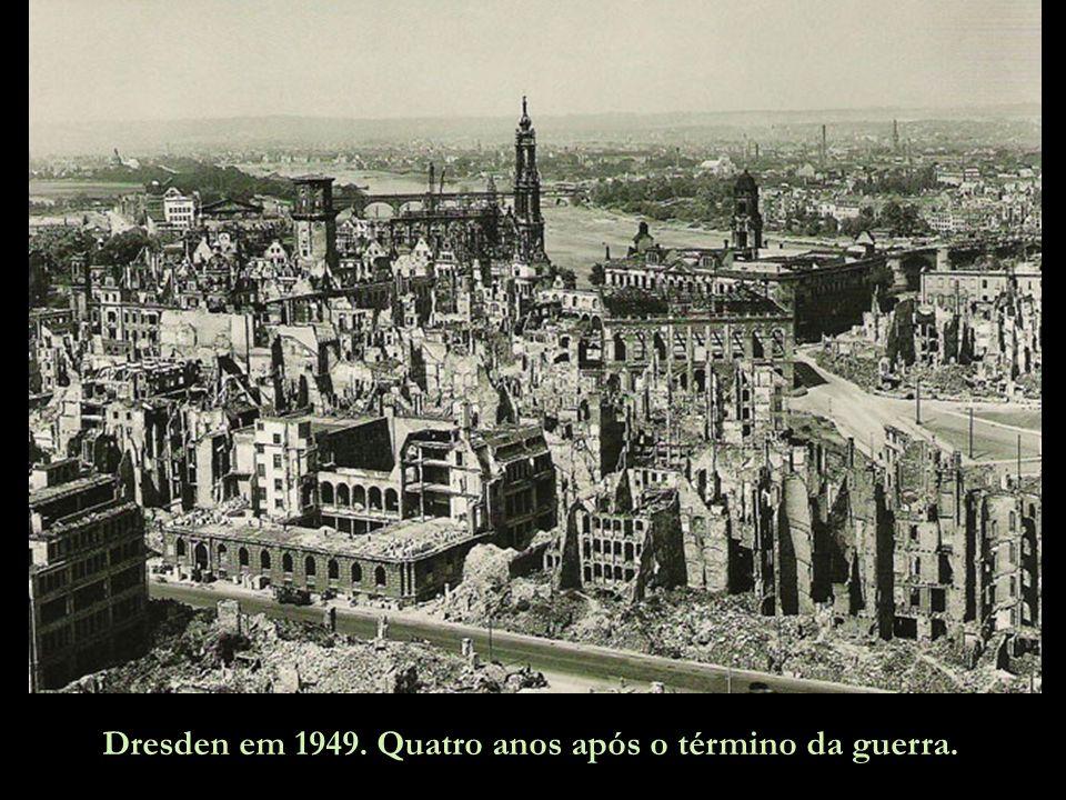 Dresden em 1949. Quatro anos após o término da guerra.