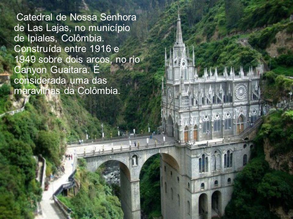 Catedral de Nossa Senhora de Las Lajas, no município de Ipiales, Colômbia.