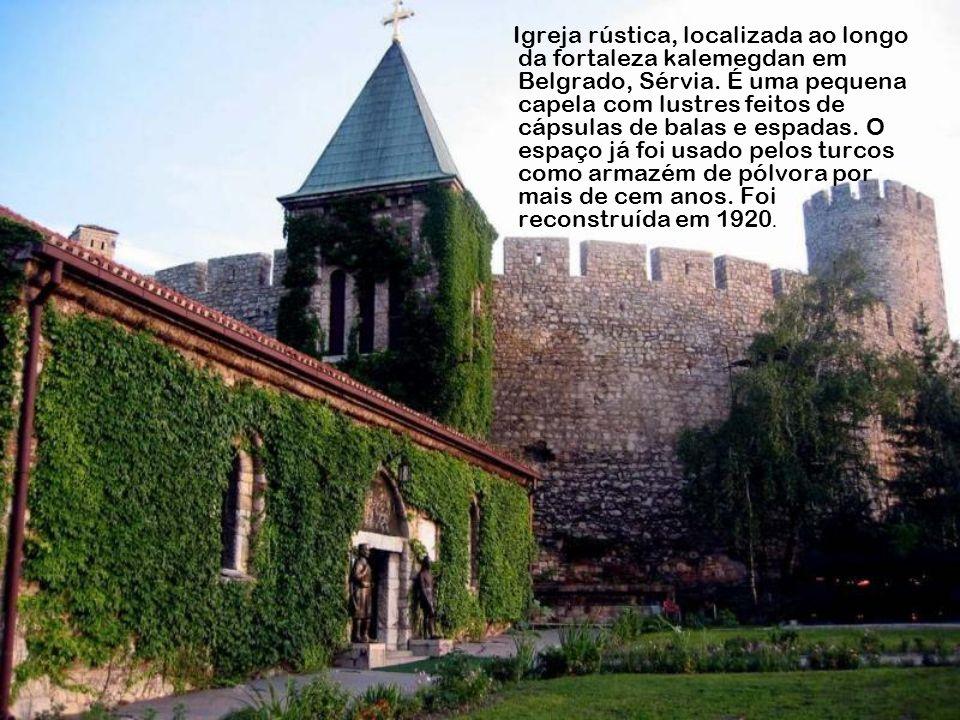 Igreja rústica, localizada ao longo da fortaleza kalemegdan em Belgrado, Sérvia.