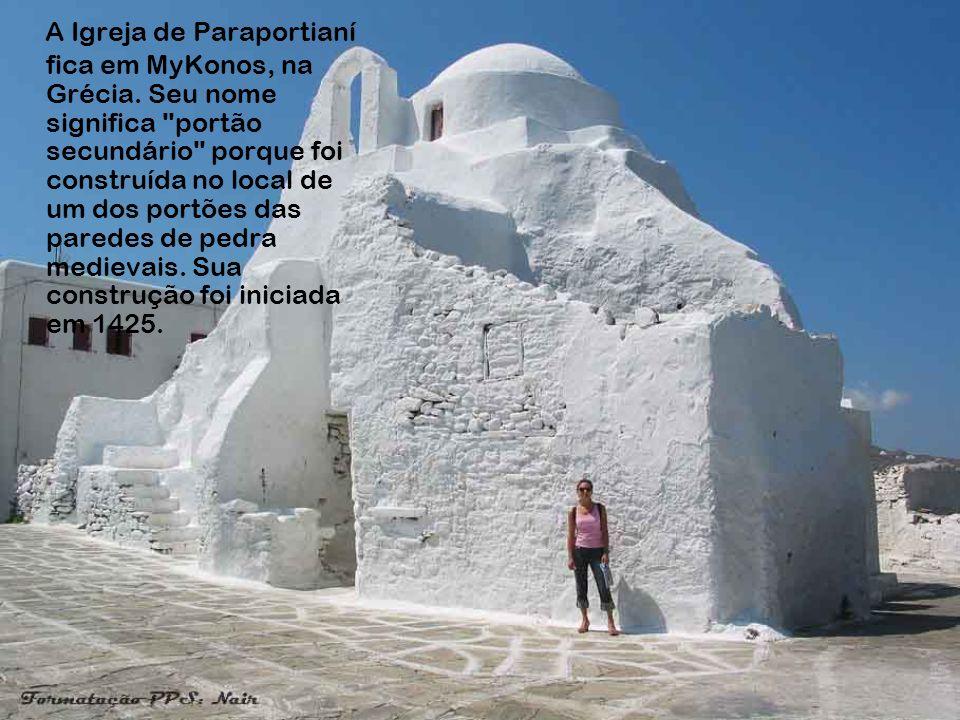 A Igreja de Paraportianí fica em MyKonos, na Grécia