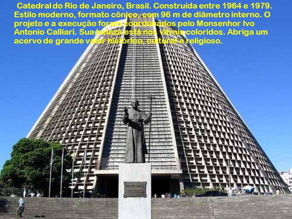 Catedral do Rio de Janeiro, Brasil. Construída entre 1964 e 1979