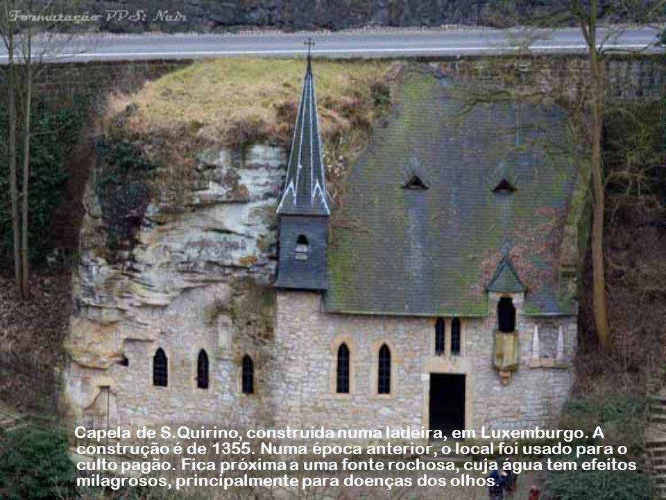 Capela de S. Quirino, construída numa ladeira, em Luxemburgo