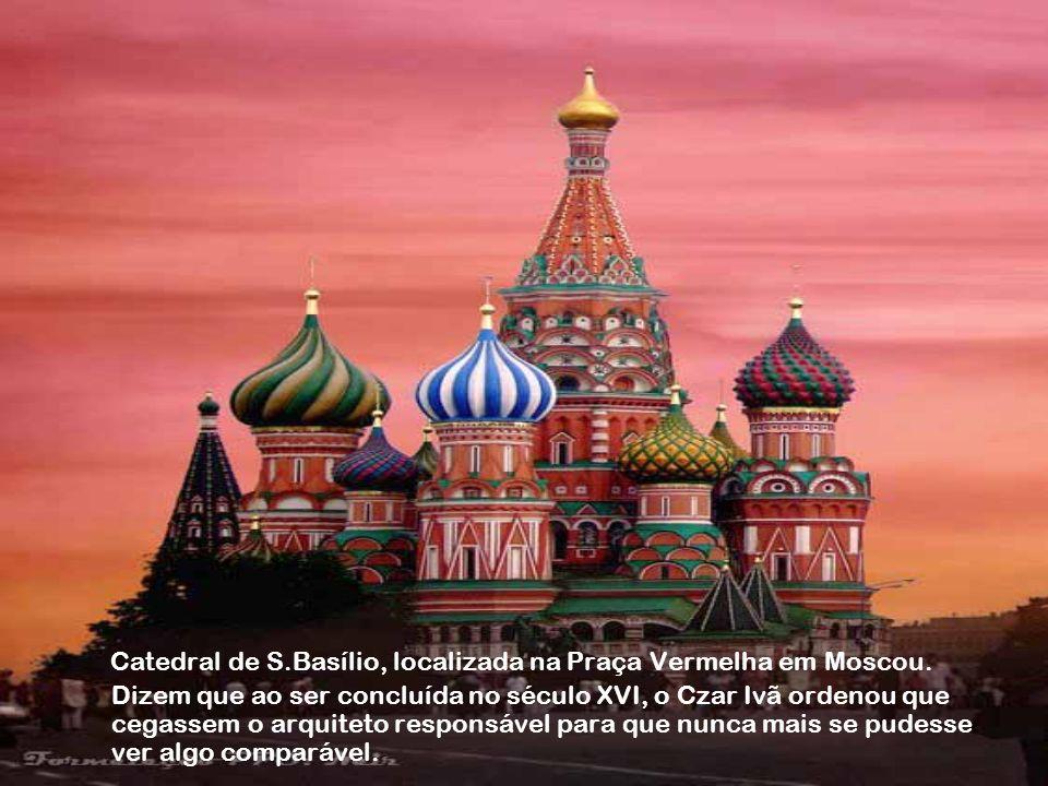 Catedral de S. Basílio, localizada na Praça Vermelha em Moscou