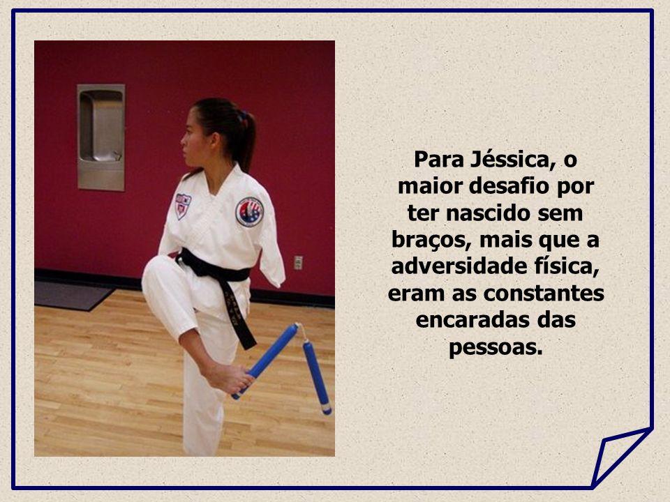 Para Jéssica, o maior desafio por ter nascido sem braços, mais que a adversidade física, eram as constantes encaradas das pessoas.