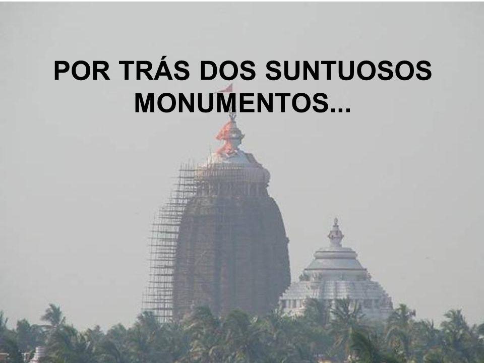 POR TRÁS DOS SUNTUOSOS MONUMENTOS...