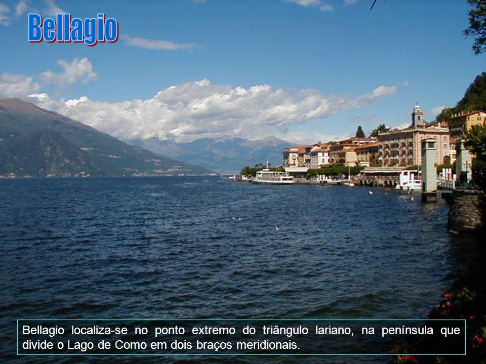 Bellagio Bellagio localiza-se no ponto extremo do triângulo lariano, na península que divide o Lago de Como em dois braços meridionais.