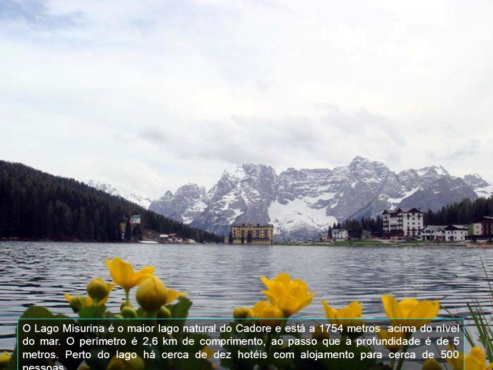 O Lago Misurina é o maior lago natural do Cadore e está a 1754 metros acima do nível do mar.