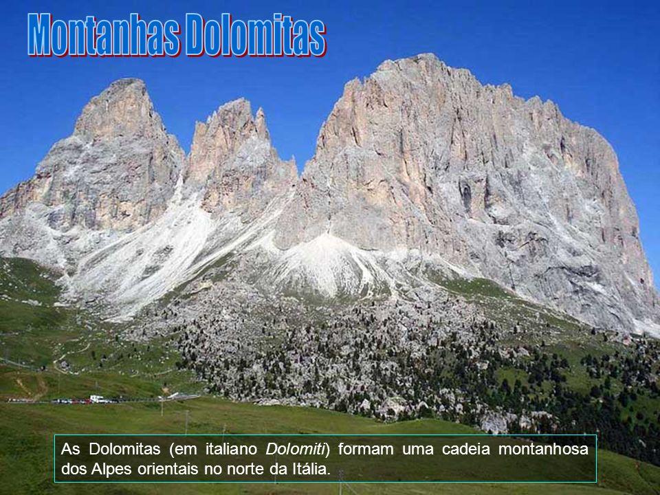 Montanhas Dolomitas As Dolomitas (em italiano Dolomiti) formam uma cadeia montanhosa dos Alpes orientais no norte da Itália.