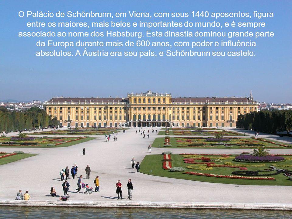 O Palácio de Schönbrunn, em Viena, com seus 1440 aposentos, figura entre os maiores, mais belos e importantes do mundo, e é sempre associado ao nome dos Habsburg.