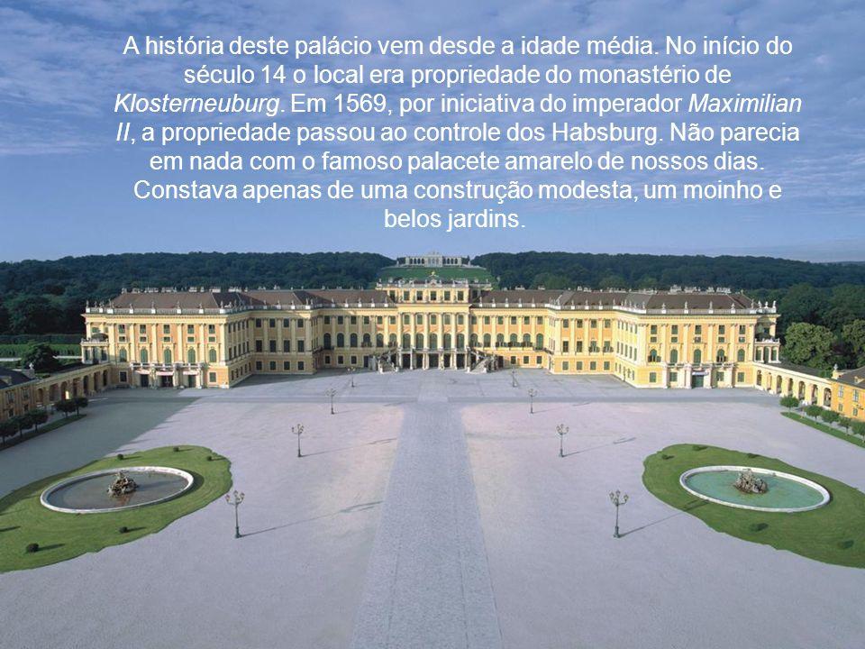 A história deste palácio vem desde a idade média