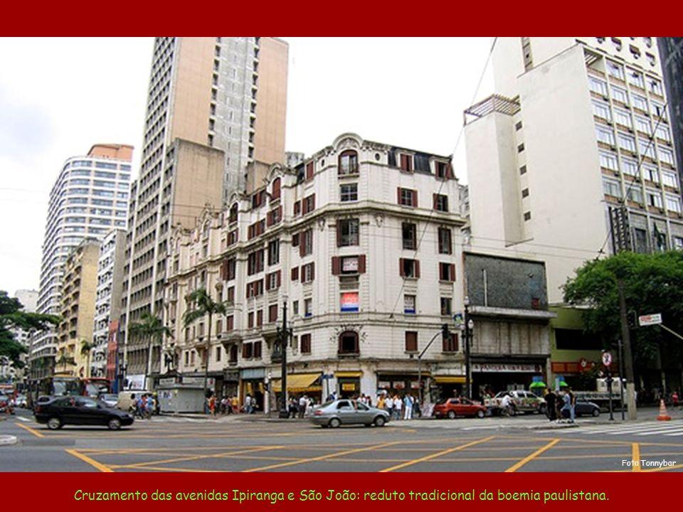 Foto Tonnybar Cruzamento das avenidas Ipiranga e São João: reduto tradicional da boemia paulistana.