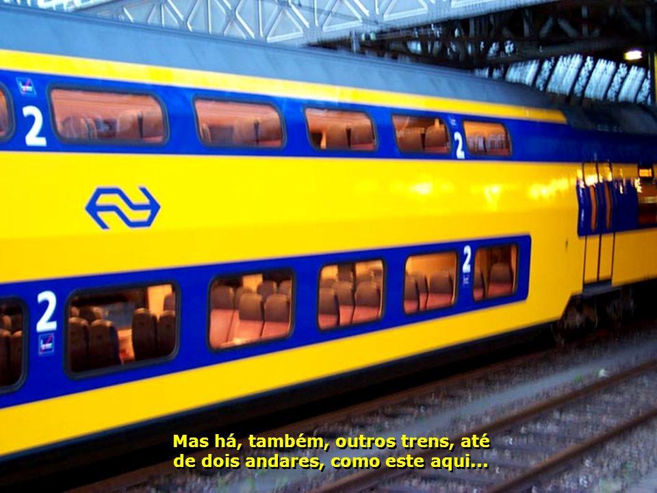Mas há, também, outros trens, até de dois andares, como este aqui...