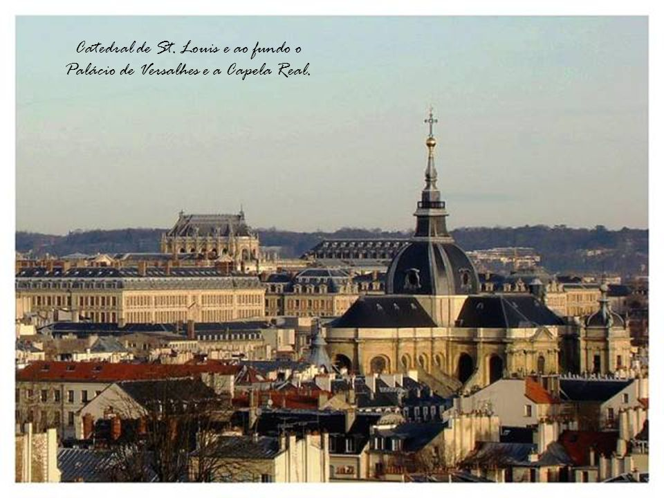 Catedral de St. Louis e ao fundo o Palácio de Versalhes e a Capela Real.