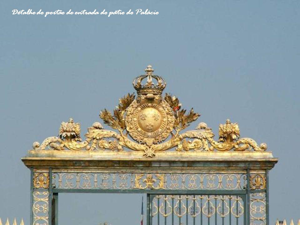 Detalhe do portão de entrada do pátio do Palácio