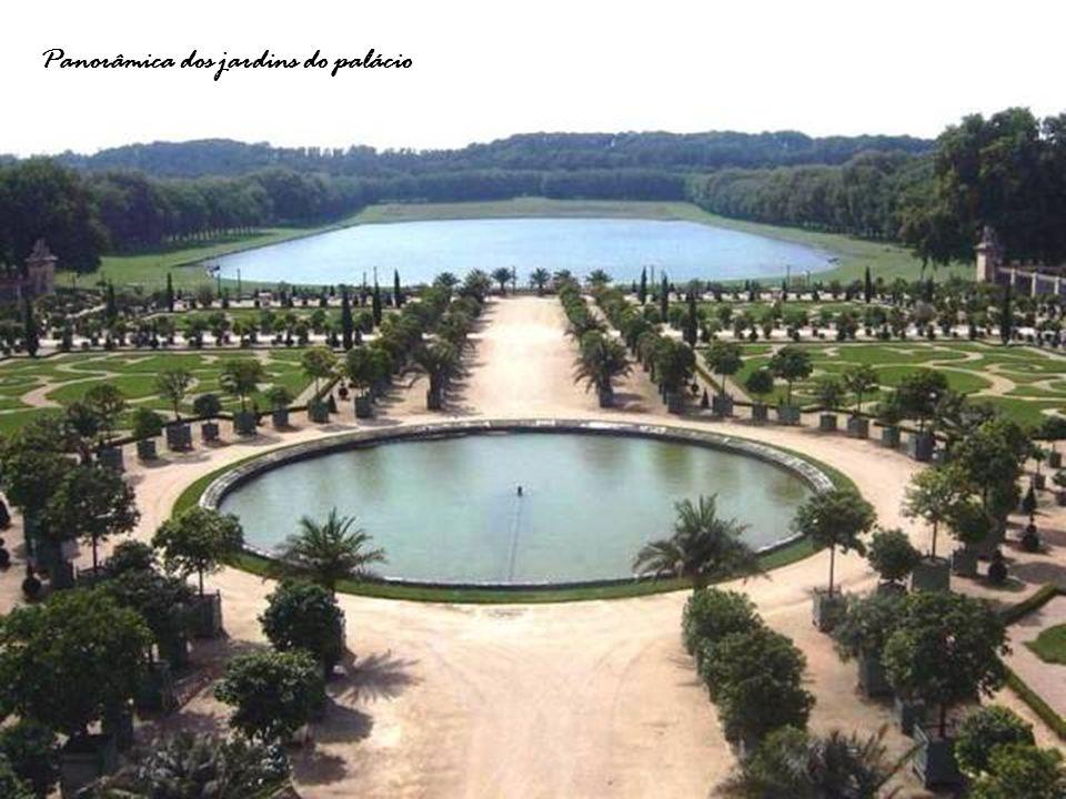 Panorâmica dos jardins do palácio