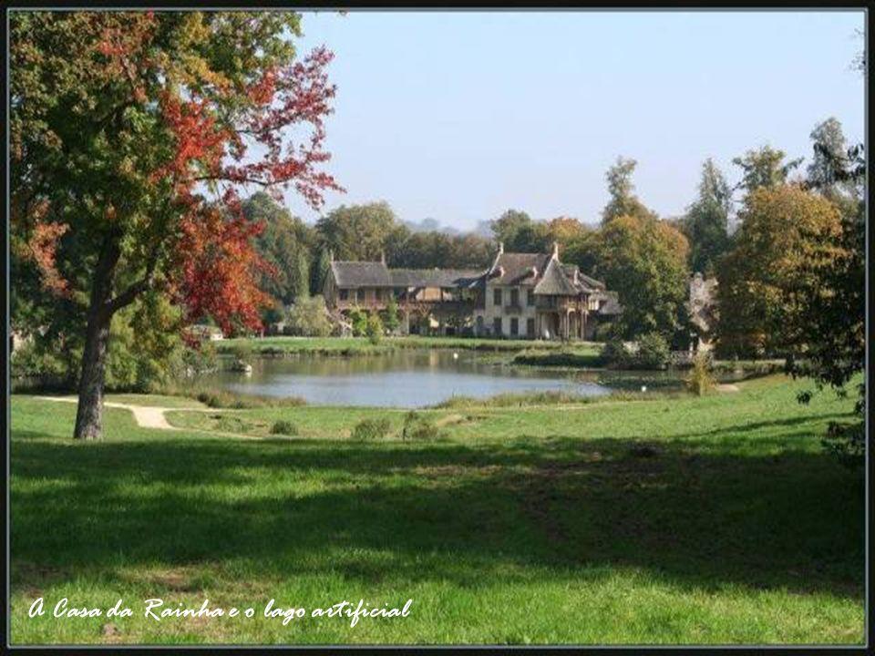 A Casa da Rainha e o lago artificial