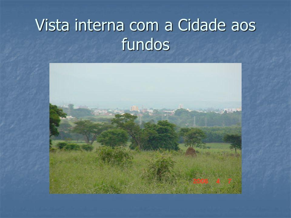 Vista interna com a Cidade aos fundos