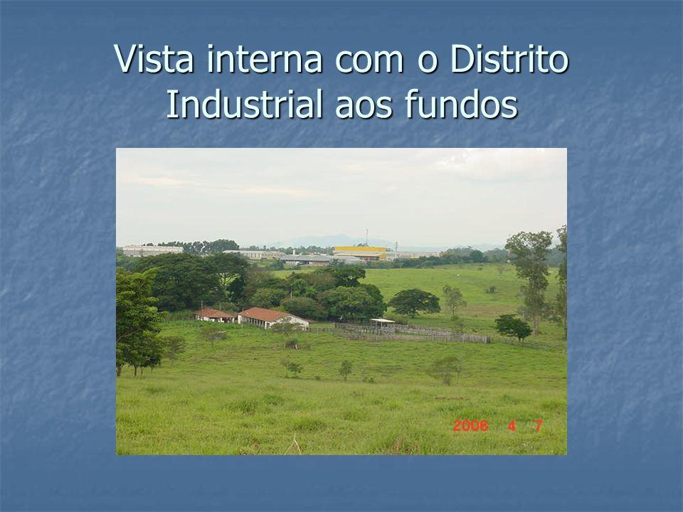 Vista interna com o Distrito Industrial aos fundos