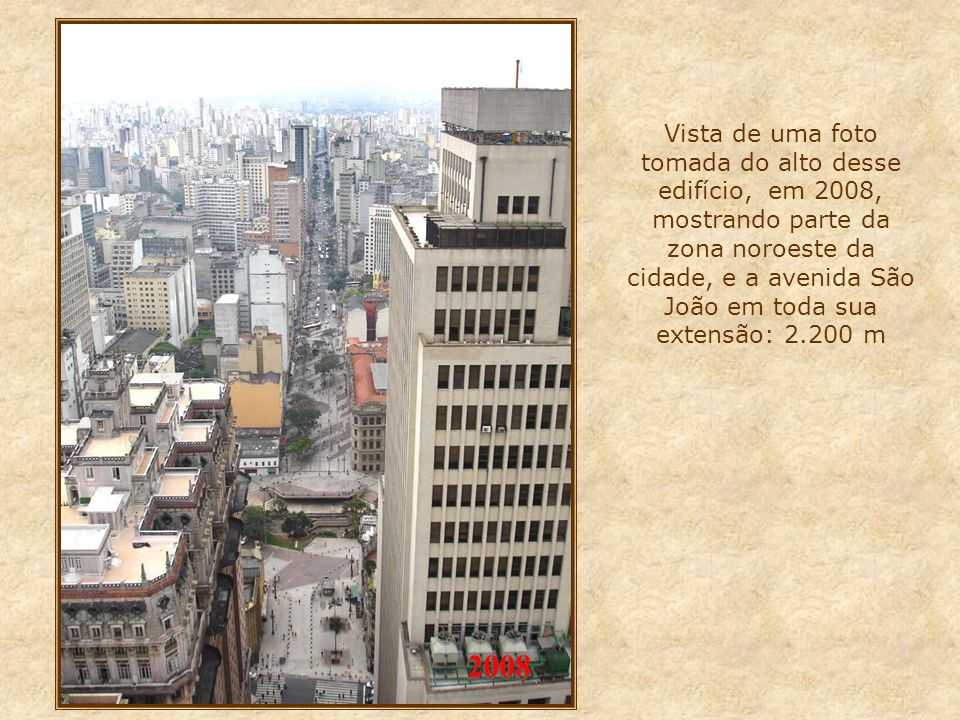 Vista de uma foto tomada do alto desse edifício, em 2008, mostrando parte da zona noroeste da cidade, e a avenida São João em toda sua extensão: 2.200 m