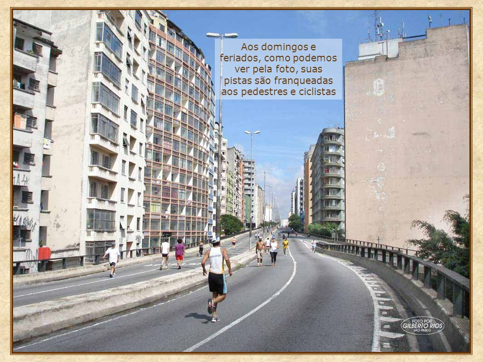 Aos domingos e feriados, como podemos ver pela foto, suas pistas são franqueadas aos pedestres e ciclistas